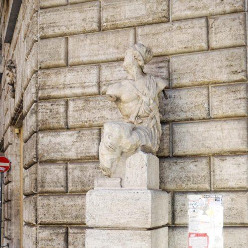 sprechende Statue