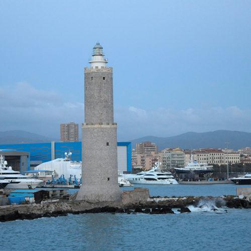 Livorno- hier besteigen wir die Fähre nach Sardinien